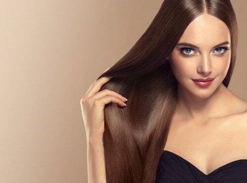 Sådan får du glat og skinnende hår