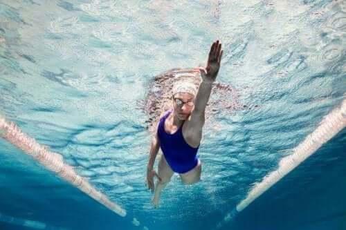 Fem overraskende psykologiske fordele ved svømning