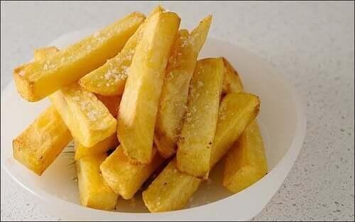 Undgå at spise friturestegt mad som pommes frites