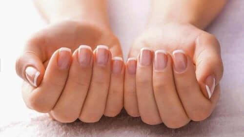 Velplejede hænder med rene og sunde negle synonym med gode vaner