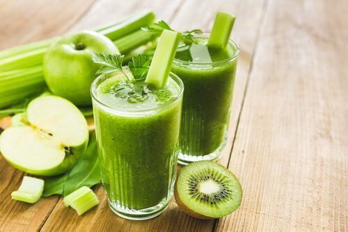 På trods af alle myterne om dem, er grønne smoothies faktisk sunde