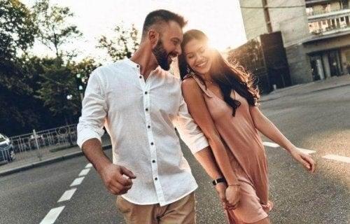 Smilende par