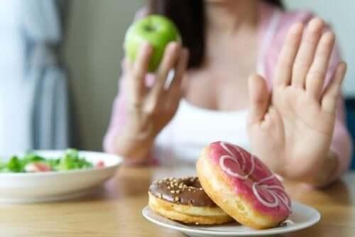 Kvinde siger nej til donuts