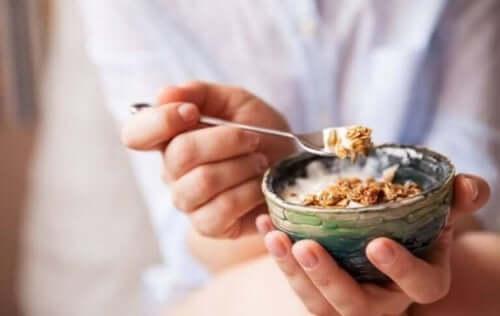 Person undgår kommercielt morgenmad