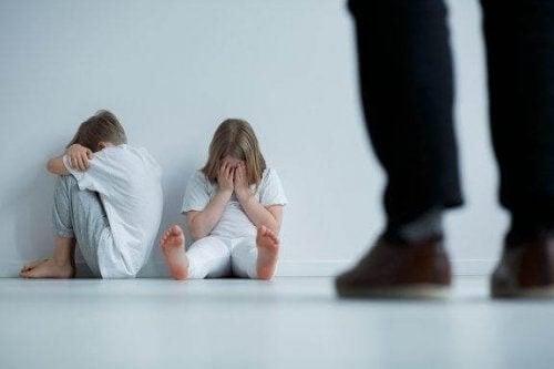 9 tegn på overgreb på børn, du skal kende til