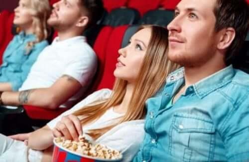 Par ser film i biografen