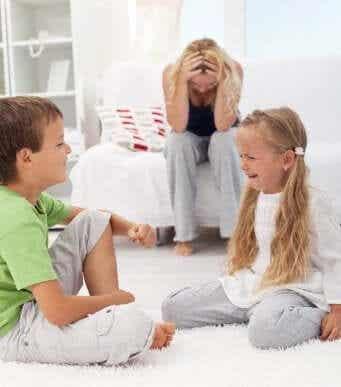 Lær at kontrollere konflikter mellem søskende