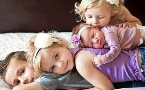 Søskende ligger sammen