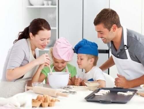 Disse småkager ideelle at lave sammen med børn. Det er en god familieaktivitet