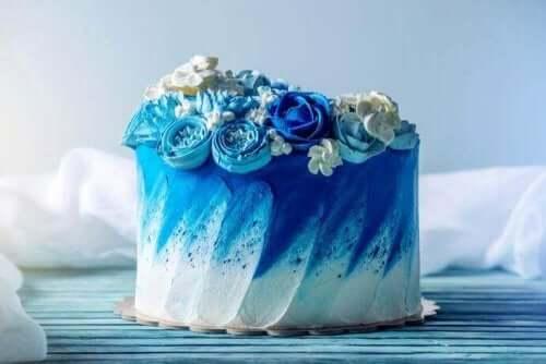 Æresbrudepige og forlover hjælper normalt med at planlægge visse dele af brylluppet, såsom en bryllupskage