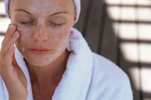 De bedste ansigtsmasker, der holder huden sund