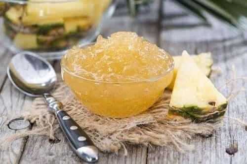 Ananasmarmelade i skål