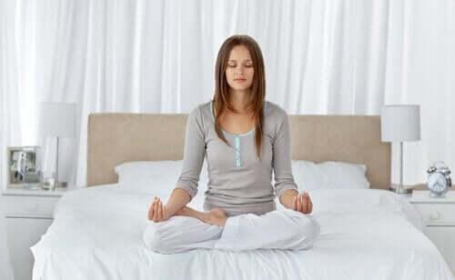 Kvinder mediterer som måde at håndtere angst på