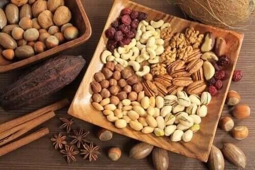Nødder og frø er en af de vigtigste kilder til fedt hos dem, der følger en raw food kost