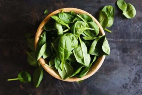 Spinat er fyldt med essentielle næringsstoffer og antioxidanter