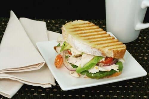 Sandwich som eksempel på vegetariske snacks