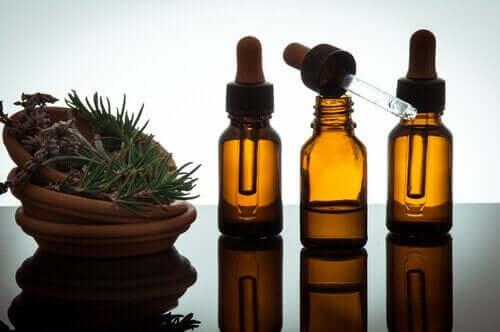 Nogle æteriske olier har antiinflammatoriske og smertestillende egenskaber