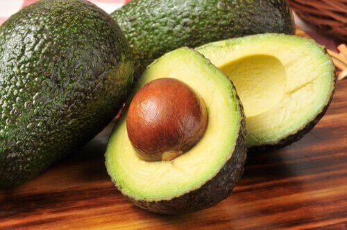 Avocado på bord