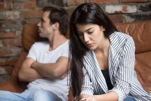 Kærestepar har konflikt i deres forhold