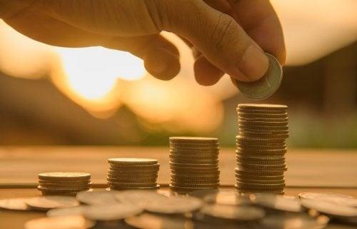 En bunke med mønter