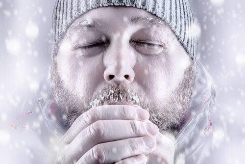 Mand lider af hypotermi