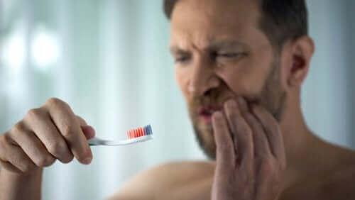 Alt, hvad du bør vide om blødende tandkød