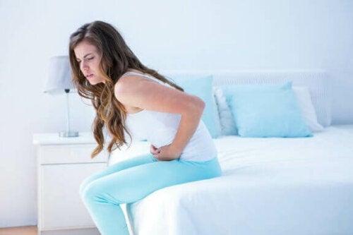 Lindre menstruationssmerter med 5 varme drikke