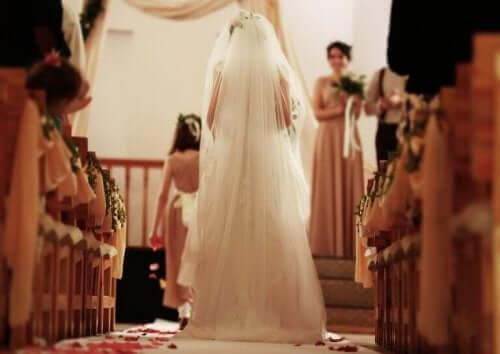 Brud klædt i hvidt