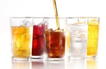 Kan du tage på ved at drikke light sodavand?