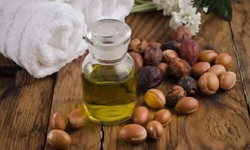 Jojobaolie fungerer antiinflammatorisk og er et godt lokalbehandlende middel til lindring af udslæt