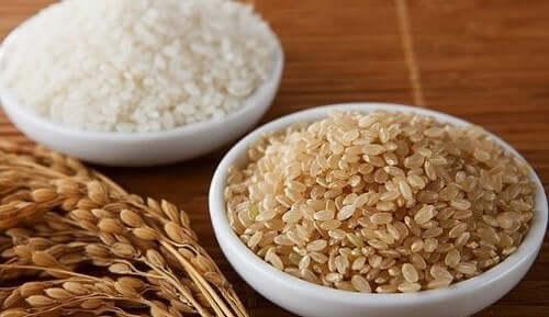 Ris indeholder mange næringsstoffer, som vores krop har brug for, såsom kulhydrater, kostfibre og vitaminer