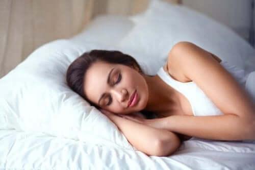 Når vi er trætte, har vi en tendens til at spise sukkerholdige fødevarer for at bekæmpe udmattelsen