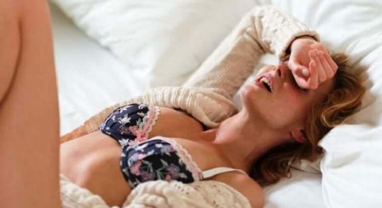 Glad kvinde efter orgasme