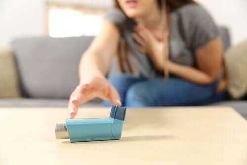 Akut astma: Symptomer og behandling