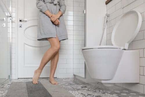 Urininkontinens: Årsager og behandlinger