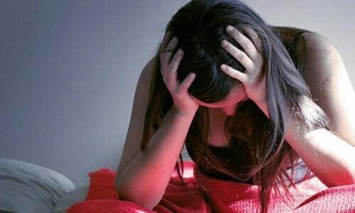 Kroppen hos en person med posttraumatisk stress forbliver i konstant alarm, og det fører til ubalance i deres fysiske og psykiske tilstand