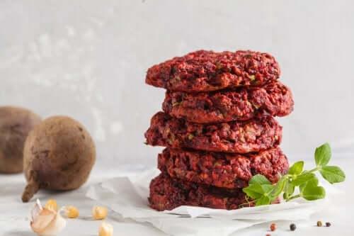 Bøffer med svampe og linser er en ideel mulighed for veganere eller for alle, der gerne vil tage en pause fra at spise kød