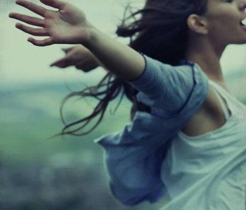 Kvinde føler sig fri