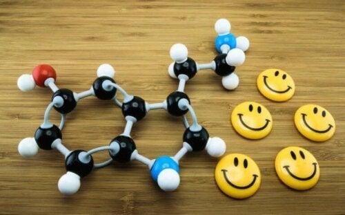 Glade smileyer ved siden af molekyle