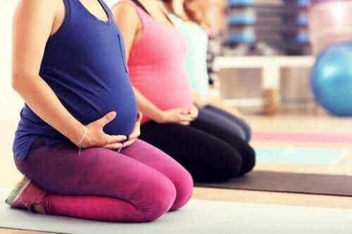 Pilates under graviditet: Er det en god ide?