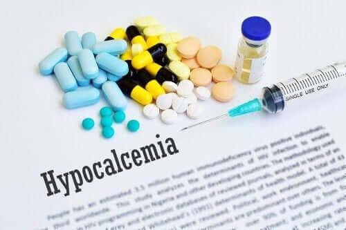 Symptomer på hypocalcæmi samt behandling