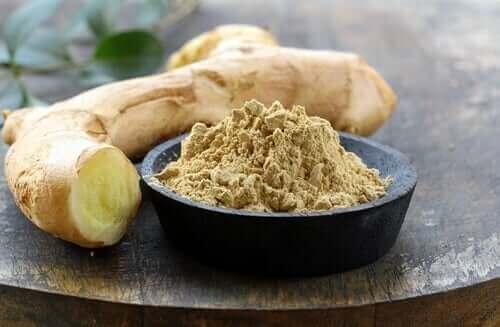 Gingerol fra ingefær kan, blandt dets mange kvaliteter, lindre en tandpine. Dette skyldes, at dette aktive stof også har antiinflammatoriske og smertestillende virkninger
