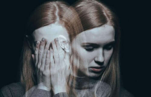 Voldsramt kvinde syndrom illustreres af fortvivlet kvinde