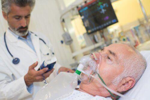 Mand med akut astma får ilt