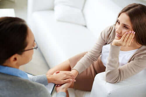 Kvinde med terapeut
