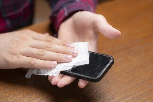 Coronavirus: Tips til at rengøre mobiltelefonen