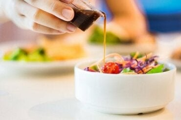 Fem opskrifter på kaloriefattig salatdressing