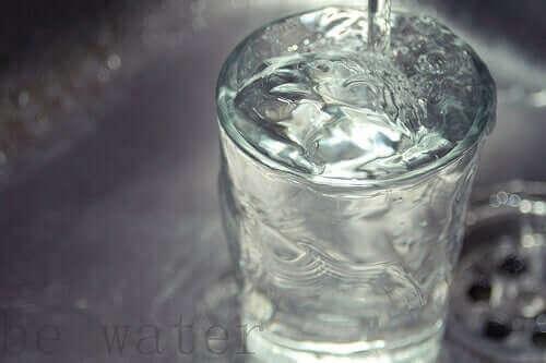 Vand i glas