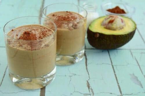 Denne cremede avocado- og chokolade dessert er en opskrift med avocado som vil overraske og glæde din familie