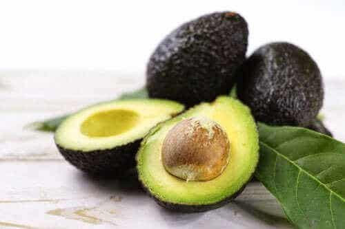 Tre opskrifter med avocado til pleje af dit helbred